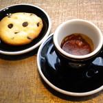 ラテスト - エスプレッソ、クッキー