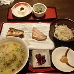 吟ばん - 菊花梅出汁雑炊と焼魚の盛り合わせ 1,200円