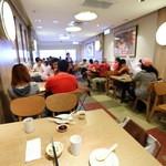 鼎泰豊 - 想像と違って食堂の様な雰囲気の総本店
