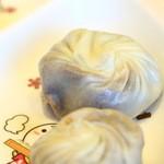 鼎泰豊 - デザート小龍包。子供取り皿もあり。