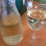 サイゼリヤ - 白ワイン500ccデカンダ(¥399)