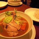 カリーレストランヨシミ - とってもやわらかいチキンと野菜のカレー