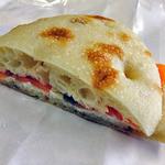 パンの店 ベルツ - サーモンとクリームチーズのチャバタサンド
