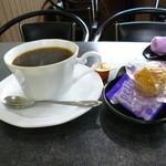 キャッチ - 料理写真:2015.10 コーヒーは普通、店内は韓流ドラマが現地語で流れてました。