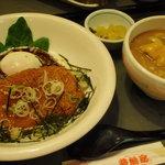 若鯱家 - 料理写真:甘辛味噌カツ丼~温玉のせ~ ミニ麺付き(季節限定)