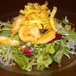 32803517 - 海鮮入りサラダ 650円 お酒が進むサラダです。