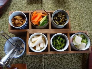 とくまる食堂 - 生姜、人参&キュウリのぬか漬け、高菜、大根の酢漬け、新高菜漬け、しぼり漬け