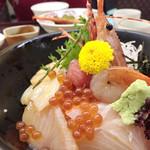32808315 - 大名海鮮丼(1,814円)