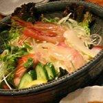 銘柄地酒と漁師のお魚が旨い店 あらいそ水産 - 海鮮サラダ¥1000ほど。