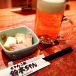 ちゃんこ屋 鈴木ちゃん - 付出しは おでんの様な感じの物でした。味は テレビ番組で紹介されてたように 少し濃い目かな。