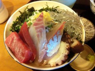 定食屋しゃもじ - 中とろの入った上海鮮丼+生しらす