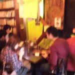 カレーちゃん家 - テーブルはこれだけ 別グループだと相掛け必至