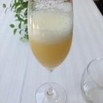 リストランテ・ホンダ - 洋梨とスパークリングワインのカクテル