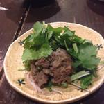 32821658 - ラム肉のスパイシー炒めたっぷりパクチー添え。                       お肉のほんのりとした臭みとパクチーでが本格的な感じです♪♪