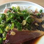 八千代 - 鰹のたたき、前夜高知市内出食べたたたきより新鮮で旨い
