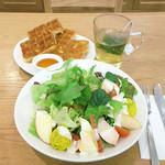 マザーリーフ ティースタイル - サラダとハーブティーを単品で注文。