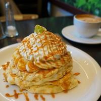 Urth Caffé-キャラメルバナナワッフル⇒パンケーキ