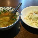 32826452 - セットのスープとサラダ