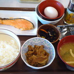 すき家 - ミニ牛小鉢シャケ朝定食¥430&玉子¥50