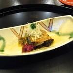 32828644 - 向付/秋刀魚の揚げ物、針生姜、春菊のソース