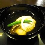 32828650 - 海老しんじょ、大黒シメジ、インゲン、柚子のお椀