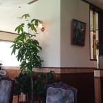 カフェサルーン雅 - 腰壁が雰囲気いいです♪