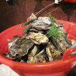 牡蠣小屋 海賊船 - 生牡蠣と焼き牡蠣が90分食べ放題2,980円のプランを選択しました。                             小鉢・牡蠣ご飯・味噌汁付きです。