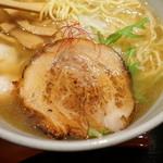 麺処 銀笹 - 炙ったチャーシューは柔らかい