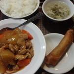 中華料理桂林酒苑 - 鶏もも肉と大根醤油煮込:780円