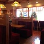 コメダ珈琲店 - 店内、日曜日の12:30空いててよかった。