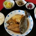 弘伸丸 - 煮魚定食