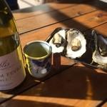 世古牡蠣店 - ワイン湯呑み飲み