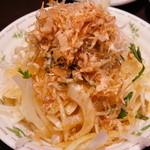 季節料理くら井 - たまねぎジャコサラダ390円 しゃきしゃき美味しかったです