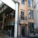 ABC - お店は三階建て、客は二階まで