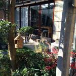 珈琲 雅楽 - 中庭を眺めながらの席もあるみたい❤︎
