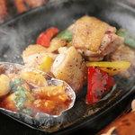 ダイニングバー ツバキ - 【鳥取県産】大山地鶏のガーリック焼き