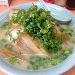 ラーメン 宝泉坊 - 料理写真:チャーシュー麺・トンコツ(800円)2014年11月