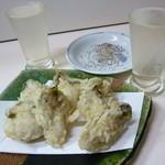 32844202 - 牡蠣の天ぷらと日本酒