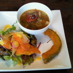 石窯キッチン&カフェ ぶらぼぅ - ランチセットのサラダ、スープ