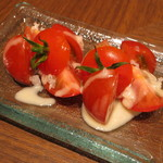 虎ノ門バール - 枝つきトマトのカルティエ フレンチドレッシング (\500-)
