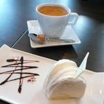 LOOP - ケーキセット(レアチーズケーキ・ホットコーヒー)