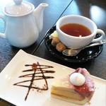 LOOP - ケーキセット(いちごとプリンのショートケーキ・アールグレイ)