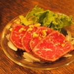 32848793 - 国産牛肉のタタキ 香味野菜の醤油ソース