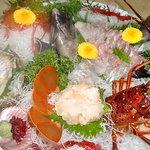珊瑚礁 - <黒潮活造り大皿盛り>新鮮の極み!本場紀州の活伊勢海老・アワビ・旬の活魚の活姿造り大皿盛りです。