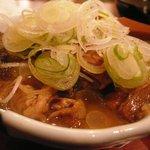 平澤精肉店 - もつ煮込む