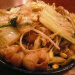 平澤精肉店 - まる腸のもやし炒め