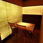 鶏料理専門店 とりかく - テーブル個室15室。寛げる和の空間を演出