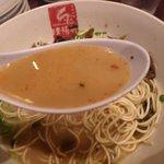 久留米ラーメン清陽軒 - 焦がし一味を加えたすっぴんスープ