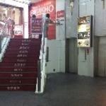 ゆずの庭 - 店舗の入り口はエレベーター。写真右のところから上がります。