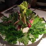 32853890 - マザーエスタサラダ。ドレッシングがとても美味しかったです。盛り付けも綺麗。